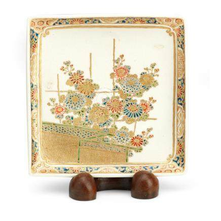 A square Satsuma dish on wooden stand By Kogetsu, Meiji era (2)
