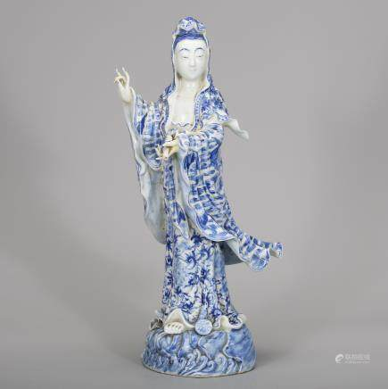 CHINESE BLUE WHITE PORCELAIN GUANYIN
