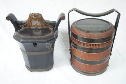 CHINE Lot de deux paniers, un en osier à compartiments, l'autre en bois. 40 cm (manques)