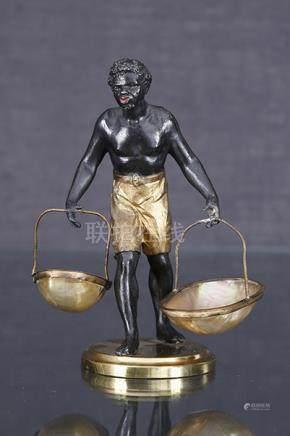 Nubien aux paniers  Sculpture formant paire de salerons en régule patiné noir et doré figura
