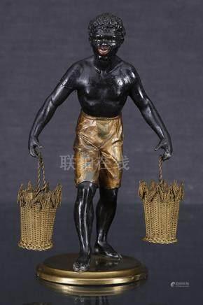 Nubien portefaix  Sculpture formant porte-cure-dent en régule patiné noir et doré figurant u