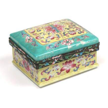 CHINESE FAMILLE JAUNE ENAMELED PORCELAIN BOX