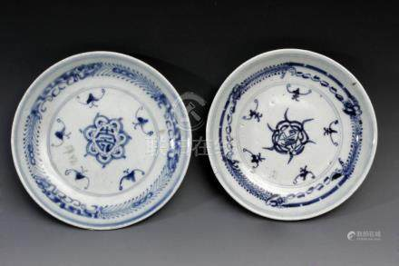 A pair of 18th century Chinese porcelain plates