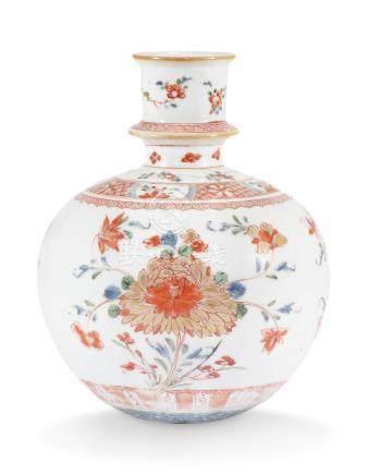 A CHINESE IMARI 'PEONY, LOTUS AND CHRYSANTHEMUM ' HOOKAH VASE KANGXI PERIOD (1662-1722)