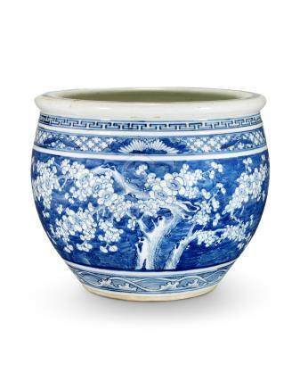 A CHINESE BLUE AND WHITE JARDINIÈRE 19TH CENTURY