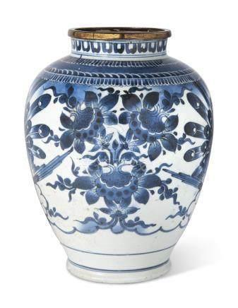 A JAPANESE ARITA VASE EDO PERIOD (LATE 17TH CENTURY)