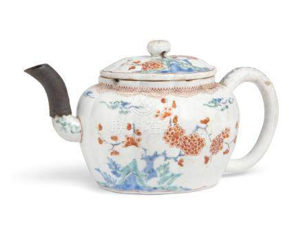 A JAPANESE KAKIEMON TEAPOT AND COVER EDO PERIOD (LATE 17TH CENTURY)
