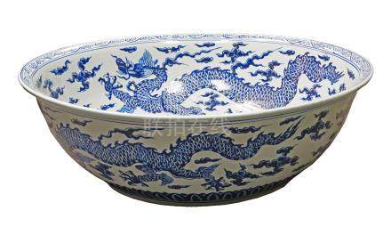 A Chinese blue and white bowl, late 20th/early 21st century, decorated with long dragons to the