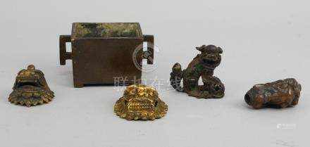 A Chinese rectangular bronze korot, late 17th century, with angular handles, seal mark to base, 5.