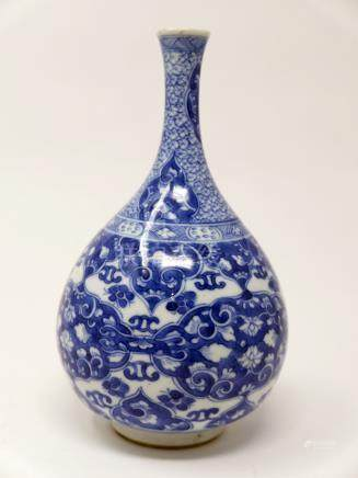 A Chinese Kangxi period blue and white vase, floral design, H.19cm