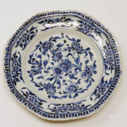 An 18th century Chinese blue and white plate, floral decoration, Diameter 22cm (hairline crack and
