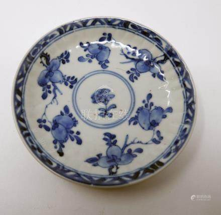 An 18th century Chinese blue and white dish, fruit design, Diameter 11cm