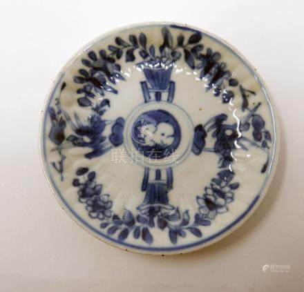 An 18th century Chinese blue and white dish, bird and vase design, Diameter 10cm