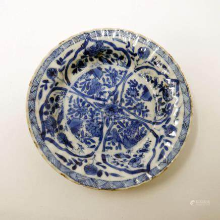 An 18th century Chinese blue and white scalloped dish, floral design, Diameter 12cm (hairline crack)