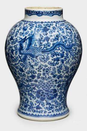 Gr. Vase, Kangxi, China 18. Jh.Porzellan m. Malereidekor in Unterglasur-Blau. Wandung im oberen Teil
