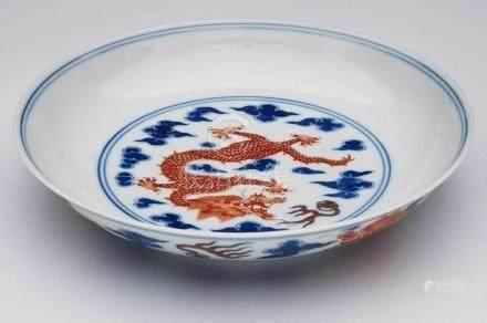 Kl. Schale, wohl Qianlong,China wohl 19. Jh. Porzellan m. Malereidekor in Unterglasur-Blau, Eisenrot