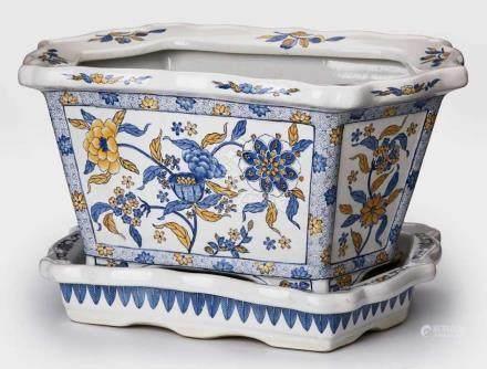 Gr. Cachepot mit Unterschale China 20. Jh.Porzellan, Wandung in 6 Felder unterteilt mit blau-