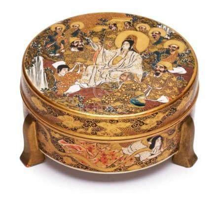 Rd. flache Deckeldose, Satsuma, Japan um 1900.Meiji Periode. Gold- u. Schmelzfarbendekor (aussen: