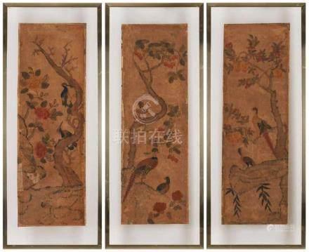 Drei versch. Panele, China 18. Jh.Papier kaschiert. Bunt bemalt m. Blütenbäumen u. versch. Vögeln.