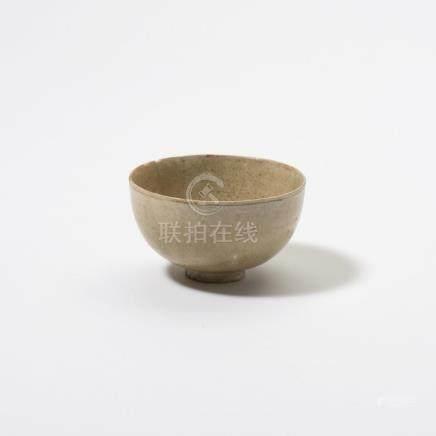 A Chinese yue celadon bowl