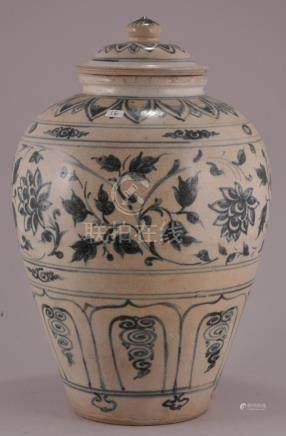 Porcelain covered jar. 16th century Anamese with