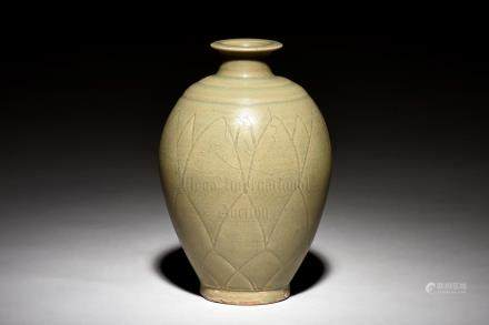 YAOZHOU WARE VASE, MEIPING