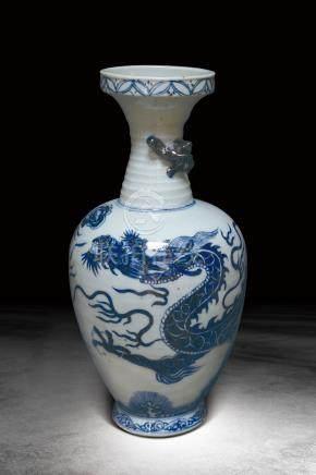 明  青花龍紋瓶