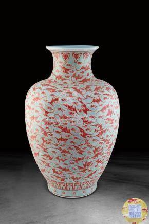 清  洪福齊天紋燈籠瓶 (大清乾隆年製)款