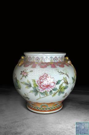 清  粉彩花卉紋燕子罐 (大清乾隆年製)款