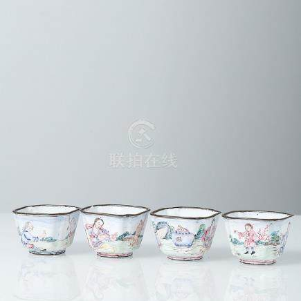 SET OF FOUR SMALL BOWLS