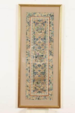 CHINESE EMBROIDERY SILK PANEL, 20th century. - 23 3/4 in. x