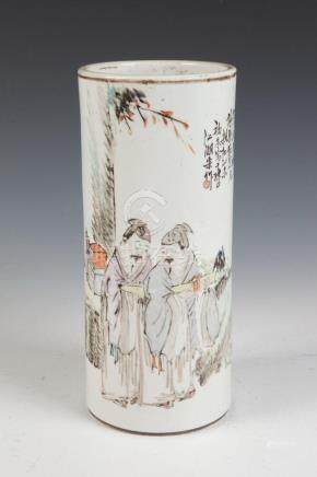 CHINESE PORCELAIN BRUSH POT. - H: 11 in.
