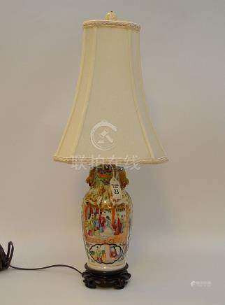 CHINESE ROSE MEDALLION PORCELAIN LAMP. Condition: lamp is wo