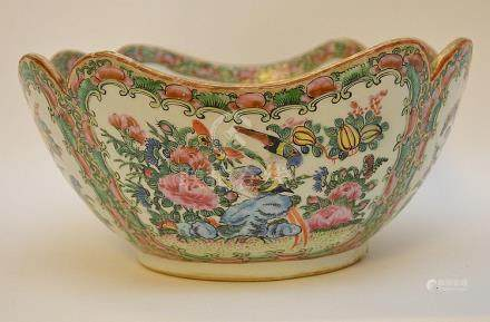CHINESE PORCELAIN ROSE MEDALLION BOWL with scalloped rim and
