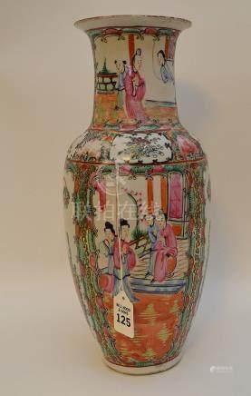 CHINESE ROSE MEDALLION PORCELAIN VASE. Condition: the vase i