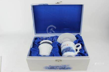 A CHINESE PORCLAIN TEA SET WITH BOX