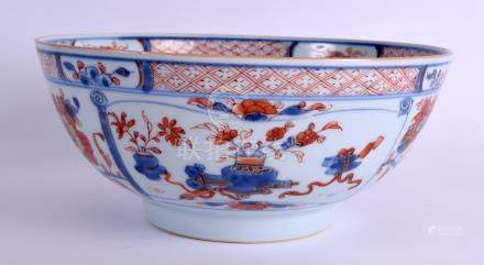 AN EARLY 18TH CENTURY CHINESE EXPORT IMARI BOWL Yongzheng/Qianlong, painted with floral sprays. 24