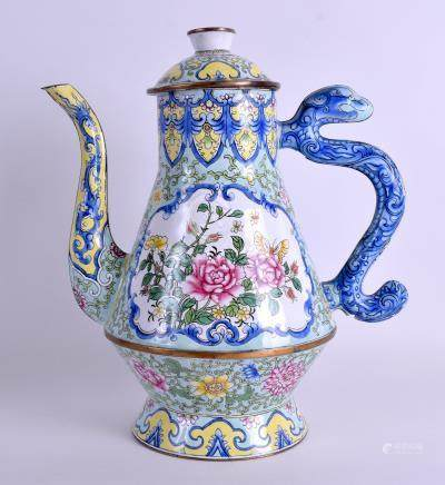 A LARGE EARLY 20TH CENTURY CHINESE CANTON ENAMEL TEAPOT AND COVER Qing/Republic, painted with