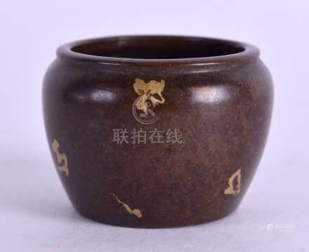 A SMALL CHINESE GOLD SPLASH BRONZE CENSER. 3.5 cm diameter.