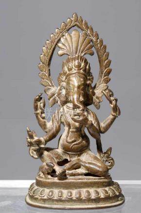 GANESHAbronze,India, 18th centuryH: 16 cm Ganehsa with 4 arms, below a rat, both on a lotus base.