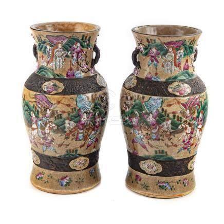 CHINE Nankin - fin XIXe Paire de potiches en céramique émaillée à décor de scèn