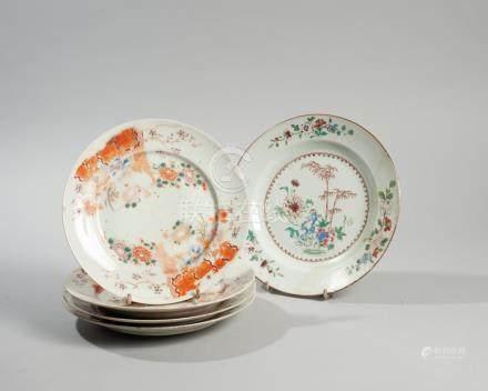 JAPON ET CHINE. XVIIIème siècle et XIXème siècle. Lot de cinq assiettes compren