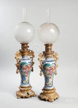 CHINE, GUANGCAI. Fin de la dynastie Qing, XVIII -  XIXème siècle. Paire de vase