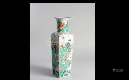 CHINE. Fin de la dynastie Qing, XIXème siècle. Grand vase rouleau de section ca