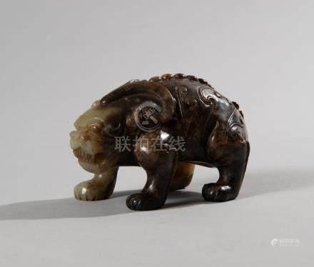 Chine, XXe siècle Animal mythique en jade sculpté L 10.3 cm - H 6.3 cm