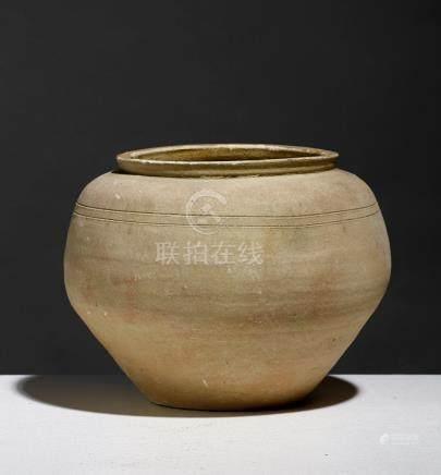 POT.VIETNAM, PÉRIODE HAN-VIET (111 BCE - 603 CE)Terre cuite, H. 17,5 cm. (Bon é