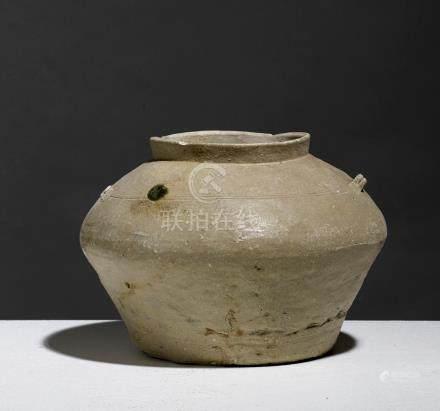 POT.VIETNAM, PÉRIODE HAN-VIET (111 BCE - 603 CE)Grès à couverte crème et épaiss