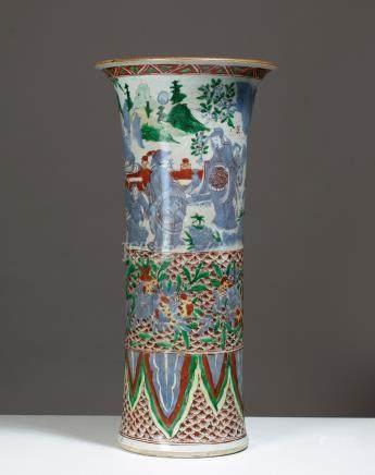 VASE EN FORME DE GU CHINE, ÉPOQUE KANGXI (1662 - 1722)Porcelaine H. 40,5 cmModè