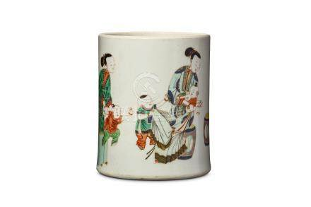 A CHINESE FAMILLE VERTE 'LADY AND CHILD' BRUSH POT, BITONG. Kangxi. Finely painted with a lady