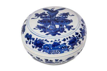 A CHINESE BLUE AND WHITE 'TREASURES' CIRCULAR BOX AND COVER. Kangxi. A roundel to the cover